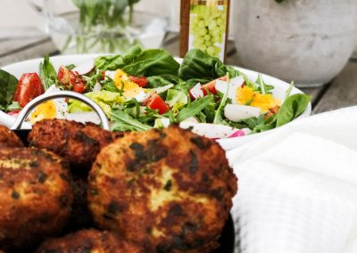 Bärlauch-Kaspressknödel mit Salat