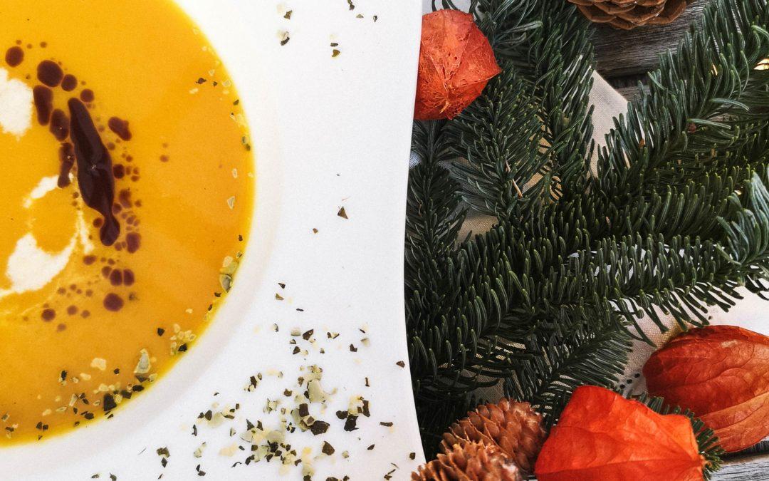 Kürbiscremesuppe mit Kürbiskernöl