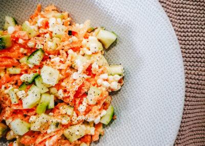 Karotten-Gurkensalat mit Rapsöl
