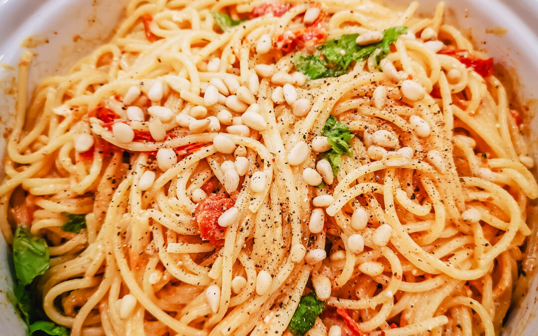 Feta Pasta aus dem Ofen mit Mediterranen Grüßen